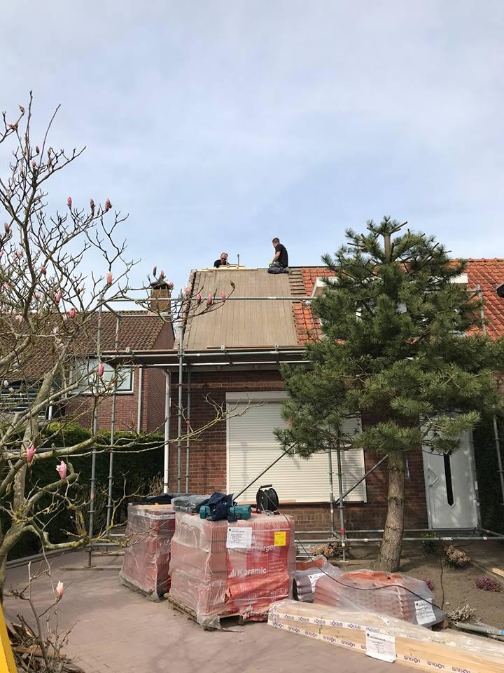 Vervangen dakbeschot + nieuwe pannen plaatsen
